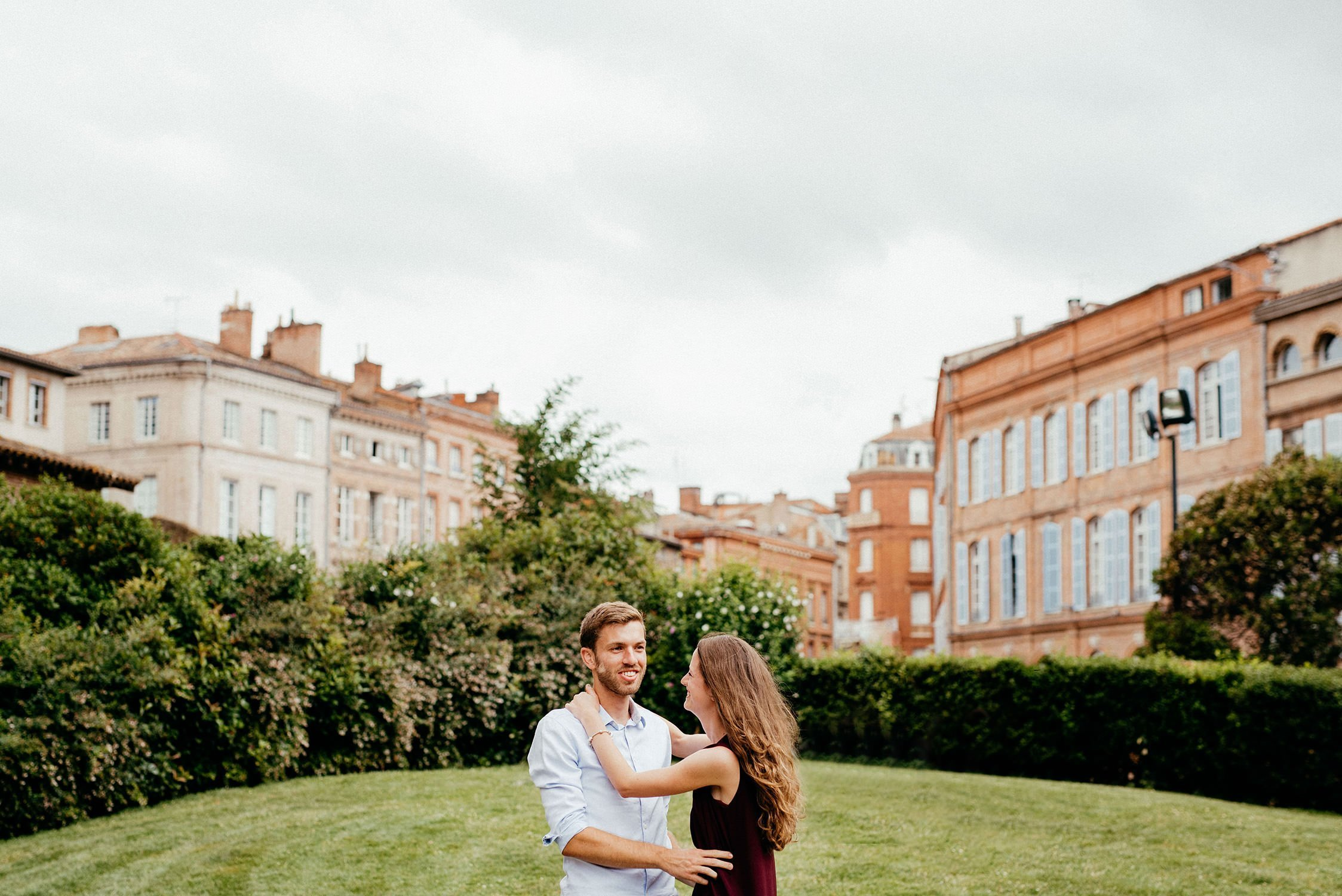 Engagement a Toulouse. Servizio Prematrimoniale a Tolosa. Luisa Basso Wedding Photographer. Italian Wedding photographer